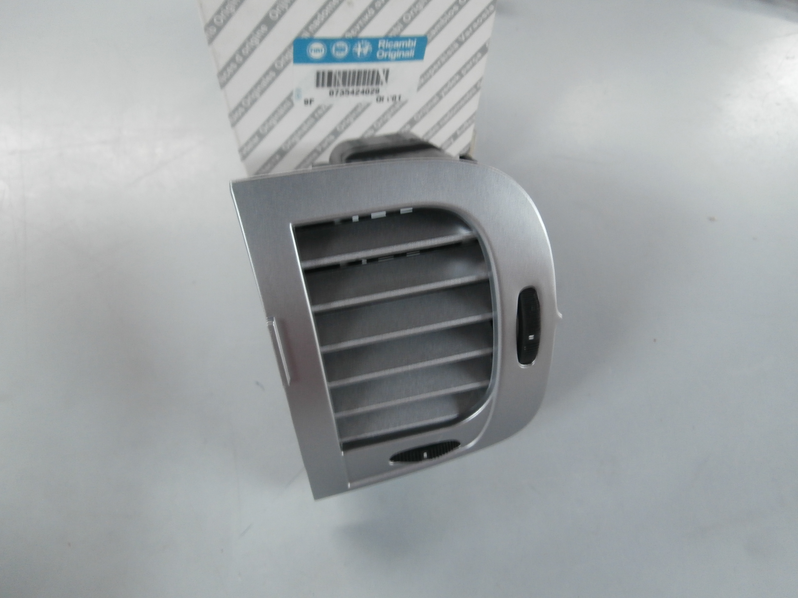 735424029 right central air diffuser lancia ypsilon ebay. Black Bedroom Furniture Sets. Home Design Ideas